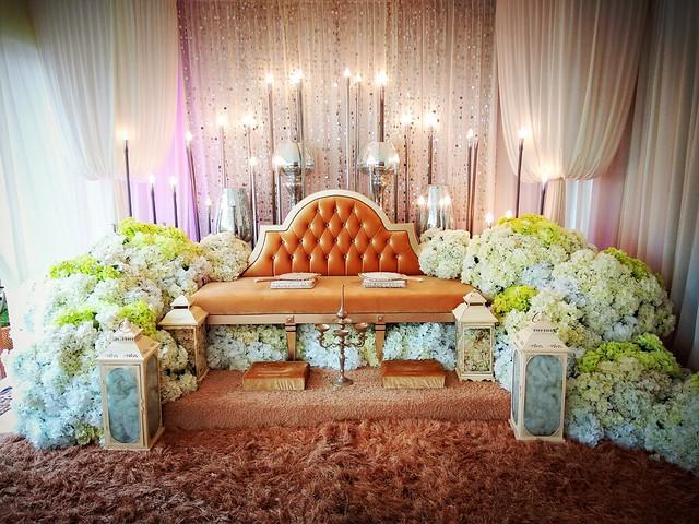 pelamin bersanding pengantin