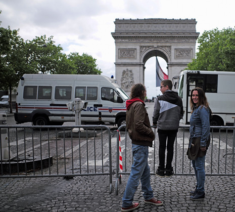 17e08 Étoile Concorde el día después de la elección de Emmanuel Macron_0053 variante Uti 465