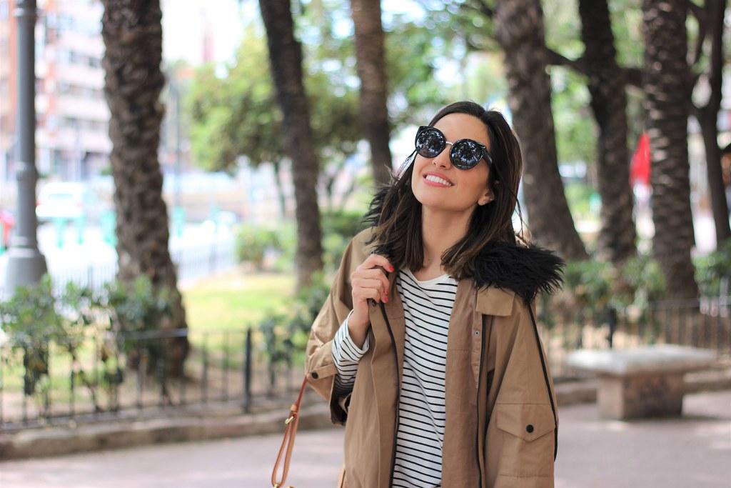 Rayas y gabardina_ Rojo Valentino Blog (3)