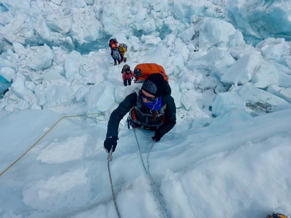 Η Κική Τσακαλδήμη στον παγετώνα Khumbu