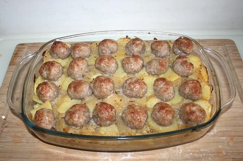 33 - Auflaufform aus Ofen entnehmen / Take casserole from oven