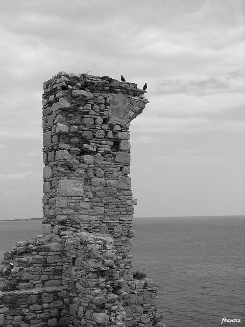 ravens, likourgos logotetis'castle