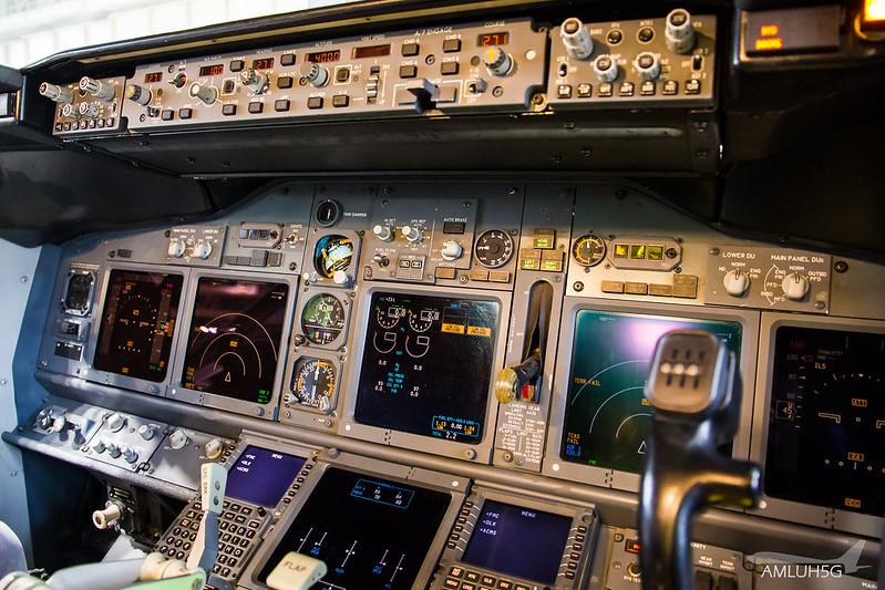 TUIfly - B738 - D-AHFV (13)