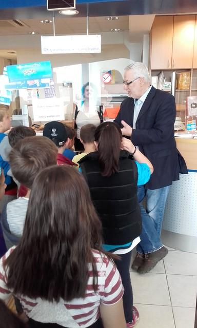 Η Β' τάξη στο Ταχυδρομείο (15-5-2017)