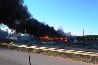 Noicattaro. Incendio vagone treno dismesso front
