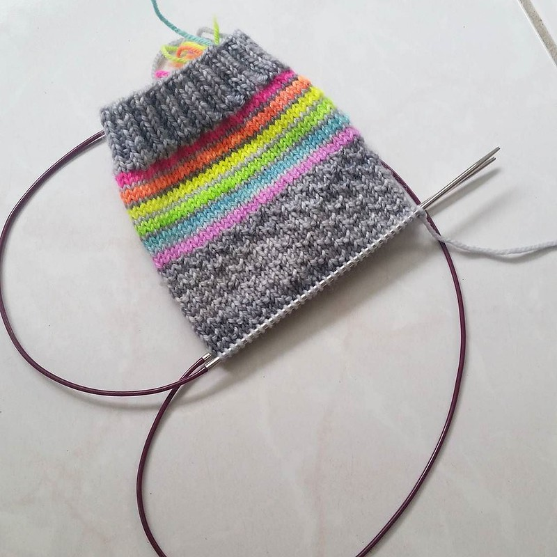I had no solid plans when I cast on but I'm very happy with where I've ended up 💕 #knittersofinstagram #sockknittersofinstagram #socktawk #craftastherapy #makersgonnamake #nikkislipp #manosdeluruguay