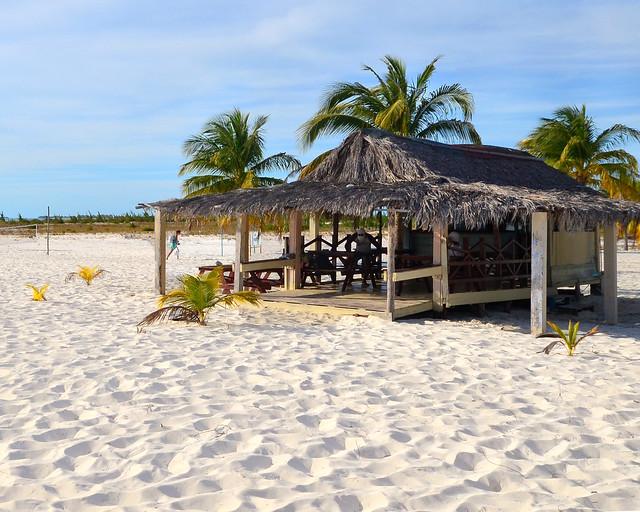 Chiringuito donde almorzamos un rico pollo en playa Sirena