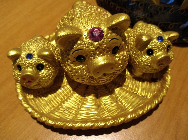 Golden piggies