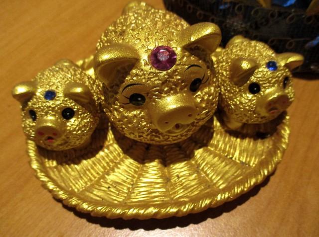 Golden piggies