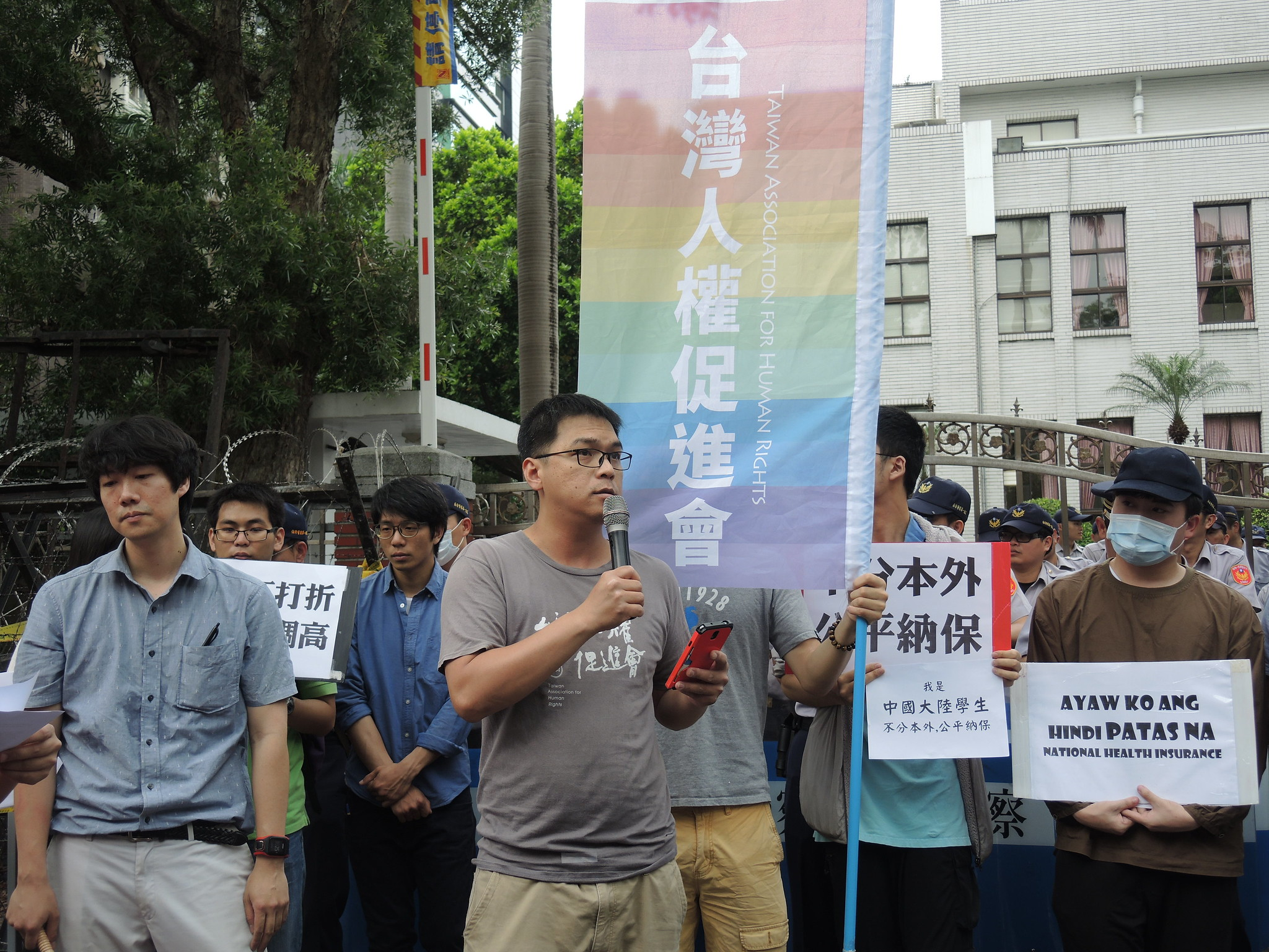 台權會施逸翔呼籲政府不該違反兩公約的「平等、不歧視的原則」。(攝影:曾福全)