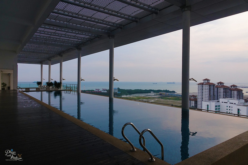 The Straits Hotel And Suites Melaka rooftop pool