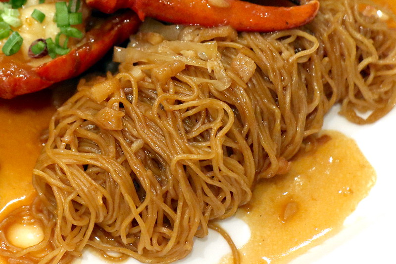 The star is the well-braised noodles that have soaked up lobster essence