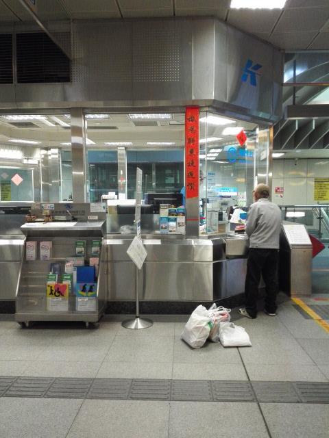 高雄MRTの窓口購入では1000元も使えた
