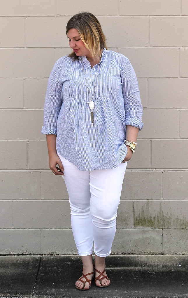 blue stripe pintuck popover, white jeans and strappy sandals_7