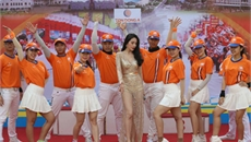 """Vợ Công Vinh """"nóng rẫy"""" tại giải xe đạp cúp truyền hình"""