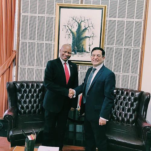 El Embajador de México en Sudáfrica se reúne con el Presidente de la Corte Constitucional