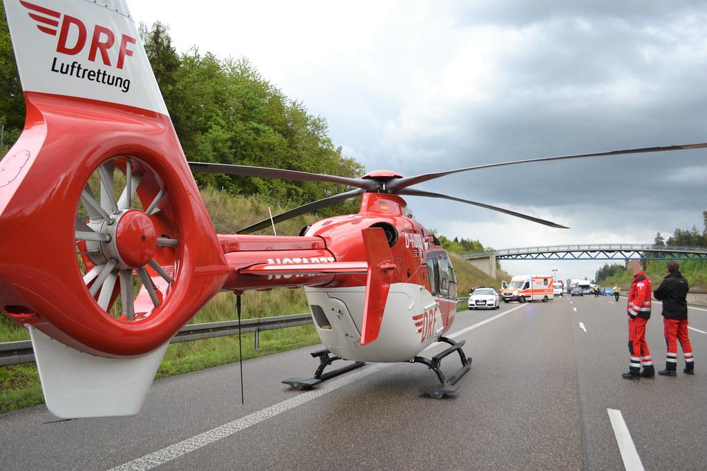 A8 zw. Heimsheim und Pforzheim-Süd: Auf Pannenfahrzeug aufgefahren und überschlagen - 13.05.2017