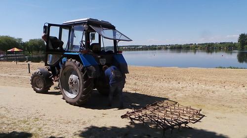 Забруднене озеро готують до купального сезону