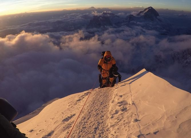 Νοτιοδυτική κόψη - 8.600m
