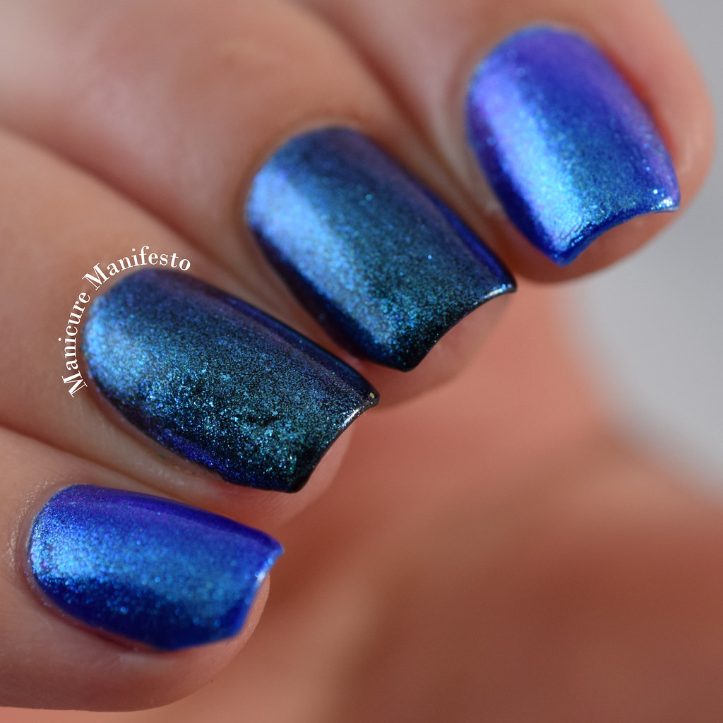 Color shifting powder nails