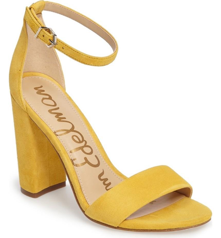 modello sandali con tacco color ocra con laccetto caviglia