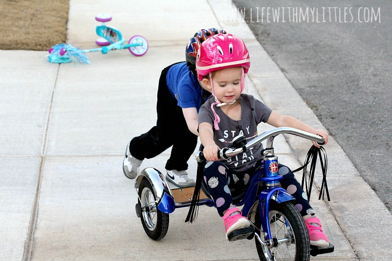Love these 12 ways to encourage kids to play outside. Such great ideas to get kids to be active and have fun outdoors!