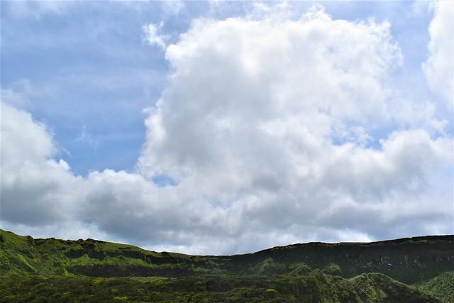 八丈富士からの青空と雲