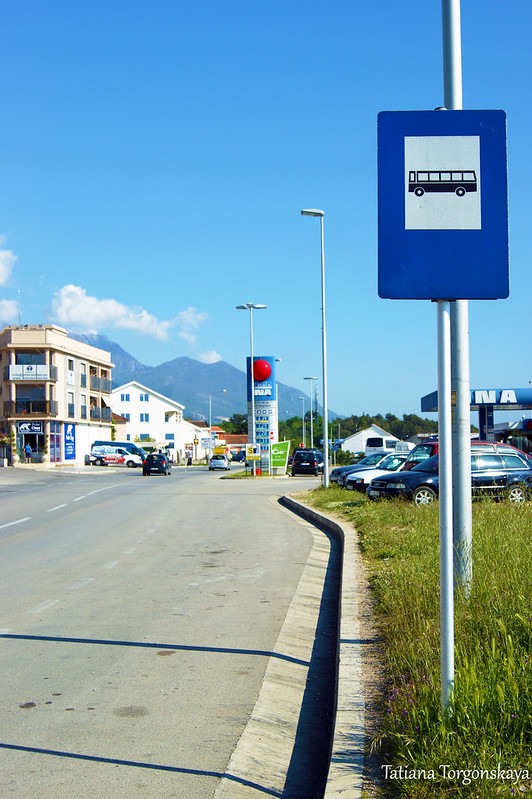 """Остановка между автозаправкой """"Ina"""" и автобусной станцией"""
