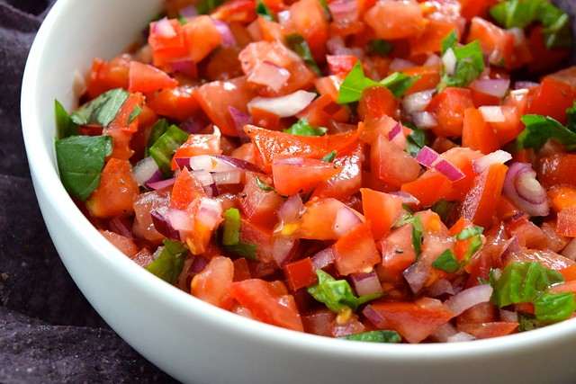 Easy Bruschetta Salsa | www.rachelphipps.com @rachelphipps