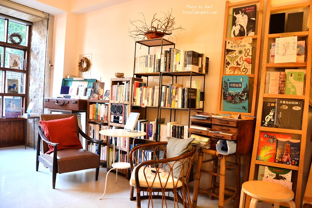 34648123915 0f3fb08ecd b - 台中書店|一本書店--台中獨立書店,來本書和咖啡,文青一下!@復興路 東區