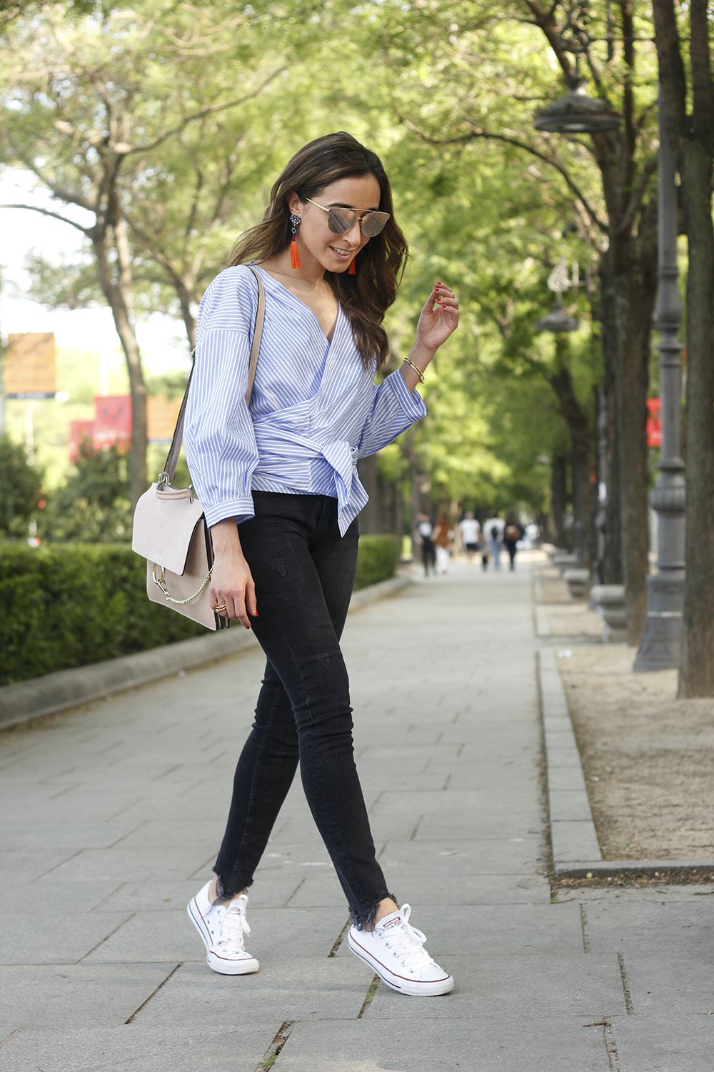 striped shirt black ripped jeans converse earrings style fashion summer 03