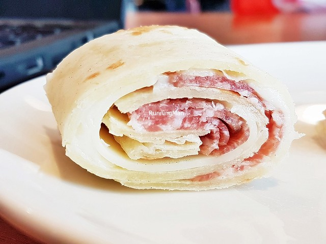 Piadina Con Formaggio Edamer E Salami / Flat Bread With Edam Cheese And Salami