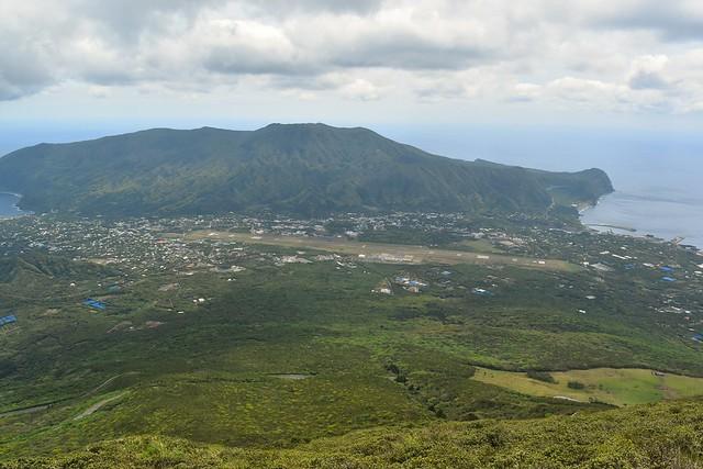 八丈富士から眺める三原山