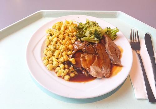 Roast turkey with rosemary sauce & spaetzle / Putenoberkeule mit Rosmarinsauce & Spätzle