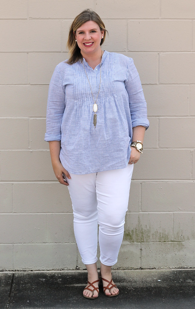 blue stripe pintuck popover, white jeans and strappy sandals_4