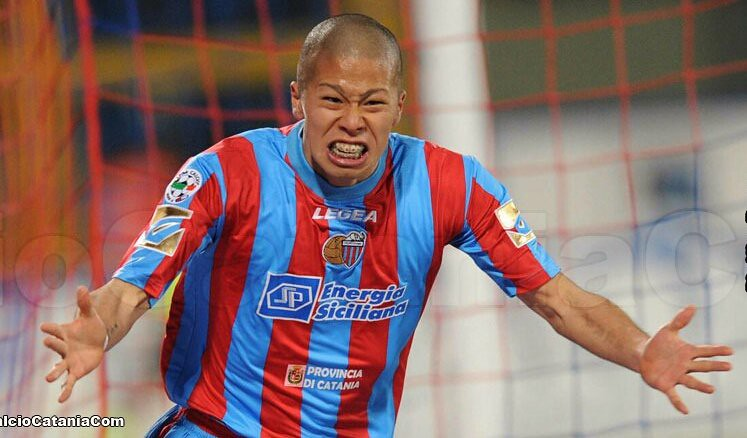 Morimoto dopo un gol in rossazzurro