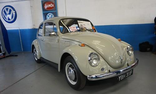 Vw beetle at akers garage ybh 311f stonetemplepilot5 for Garage volkswagen 33