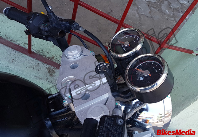 Royal-Enfield-Continental-GT-750-instrument-panel-spy-shot