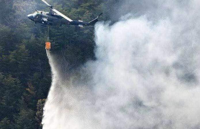 日本陸上自衛隊協助撲滅福島森林大火(來源:陸上自衛隊官方推特)。