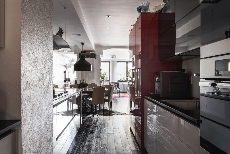 A Dark and Glamorous Home