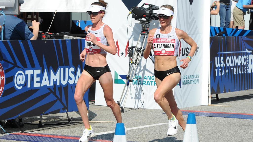 Amy Cragg和Shalane Flanagan兩名隊友穿著 Nike Zoom Vaporfly 4%,分別在洛杉磯舉行的里約奧運馬拉松預選賽中取得第一名和第三名。(Nike提供)
