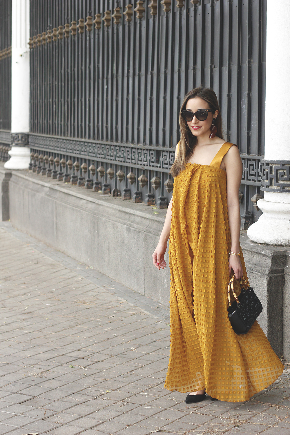 mustard jumpsuit black flats uterqüe bag tom ford sunnies spring fashion style outfit 06