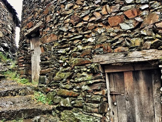 Casas de pizarra en El Gasco (Las Hurdes)