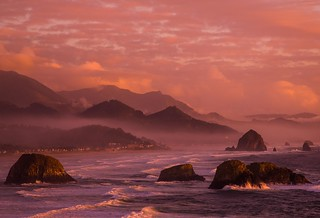 The last Kiss of Daylight - Cannon Beach | by dezzouk
