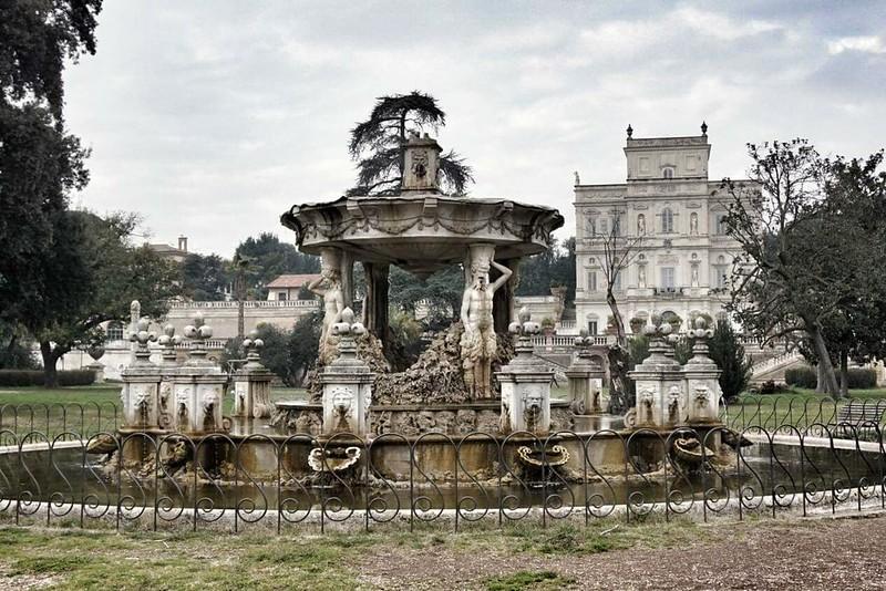 Suihkulähde Villa Pamphilissa