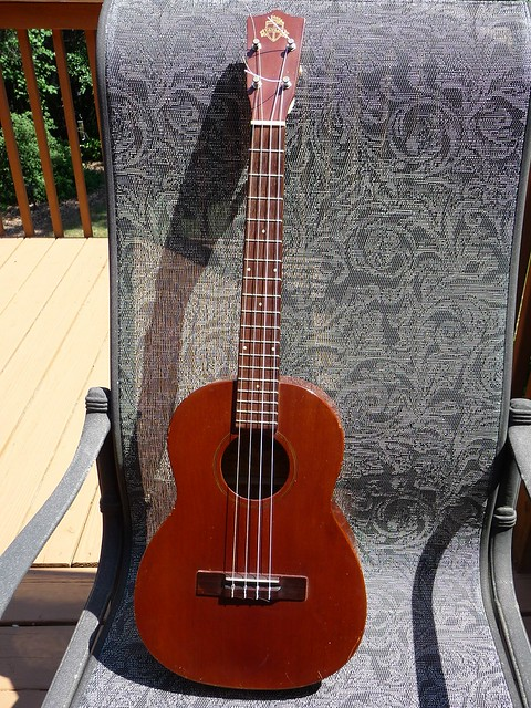 Favilla ukulele dating