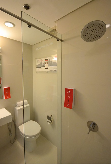 red planet hotel cebu toilet and shower
