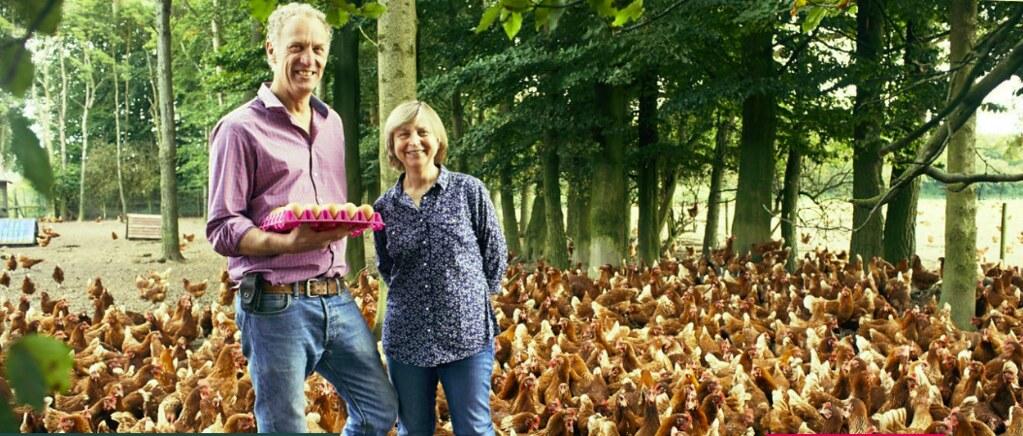 英國國民信託全面採用符合動物福利的放養雞蛋。圖為國民信託的佃農Spencer家族,每年供應國民信託餐館150萬顆雞蛋。圖片提供:National Trust。