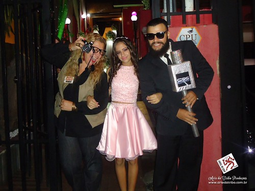 FESTA DE DEBUTANTE - Buffet Laços de Amor-CQC na Área e Paparazzo