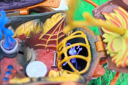 """Mattel """"A Bug's Life"""" Hopper Hideout Playset"""